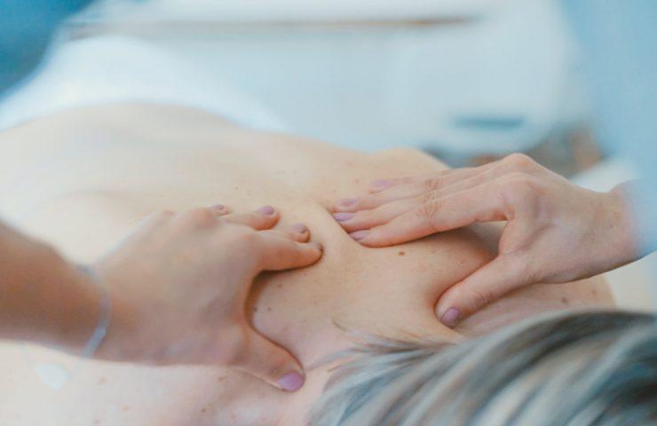 El masaje oncológico: combate el cansancio, la fatiga, el dolor, la ansiedad, las náuseas y la sequedad de la piel a través de un tacto compasivo