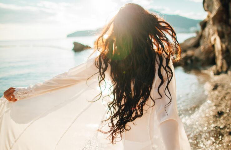 ¿Sabes cómo cuidar tu cabello antes de verano?